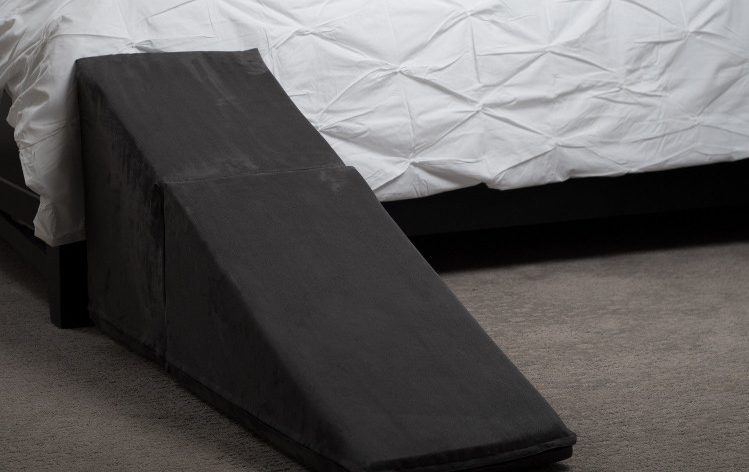 Pet Ramp for Bed with Various Design, Sizes, and Materials