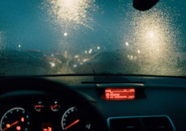 Defog Windshield in Three Easy Ways According to the Weather Conditions